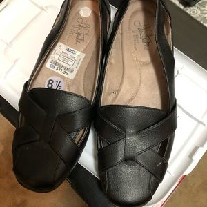 Life Stride Black flat Shoe